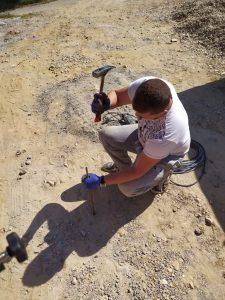 трасиране на имот ограда забиване на колове